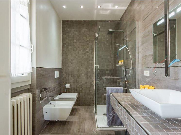 Villa Tiffany : Bathroom with shower