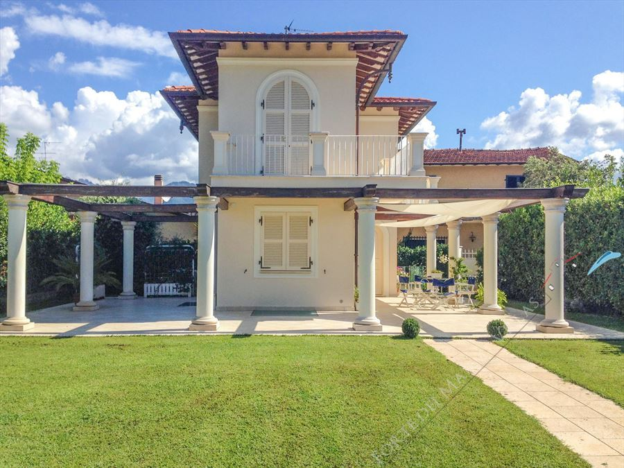 Villa Twiga Detached villa  for sale  Forte dei Marmi