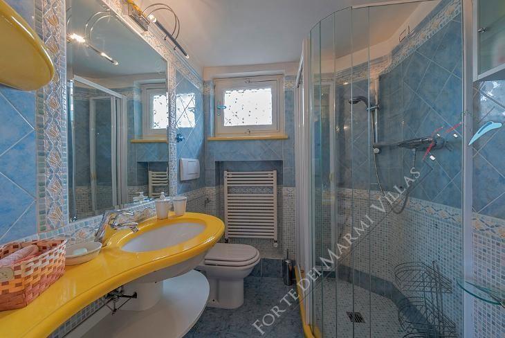 Villa Lido di Camaiore   : Bathroom
