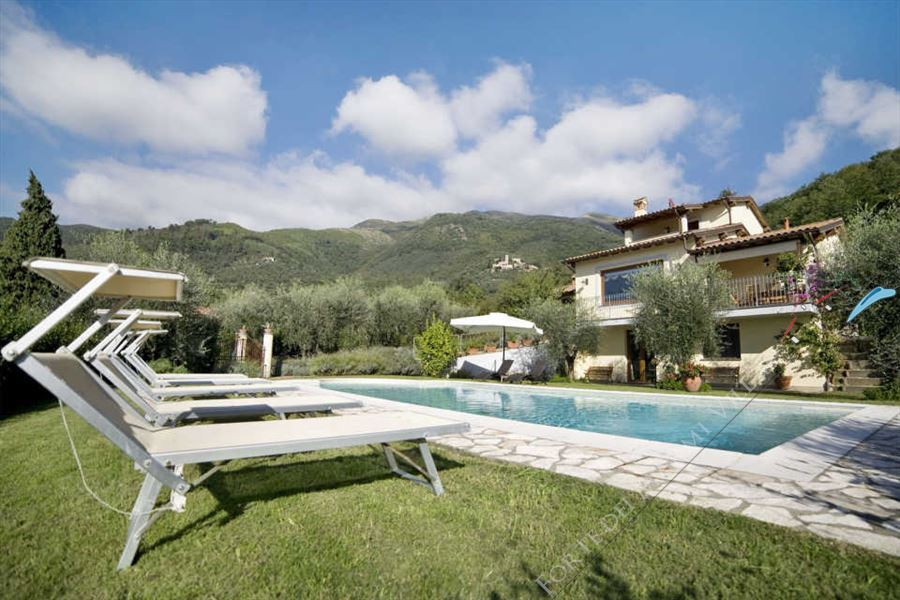 Villa Dolce Vita detached villa to rent and for sale Camaiore