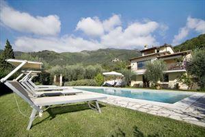Villa Dolce Vita: Detached villa Camaiore