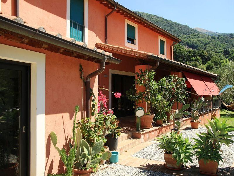 Villa marcello business villa singola in vendita a for Colori case moderne