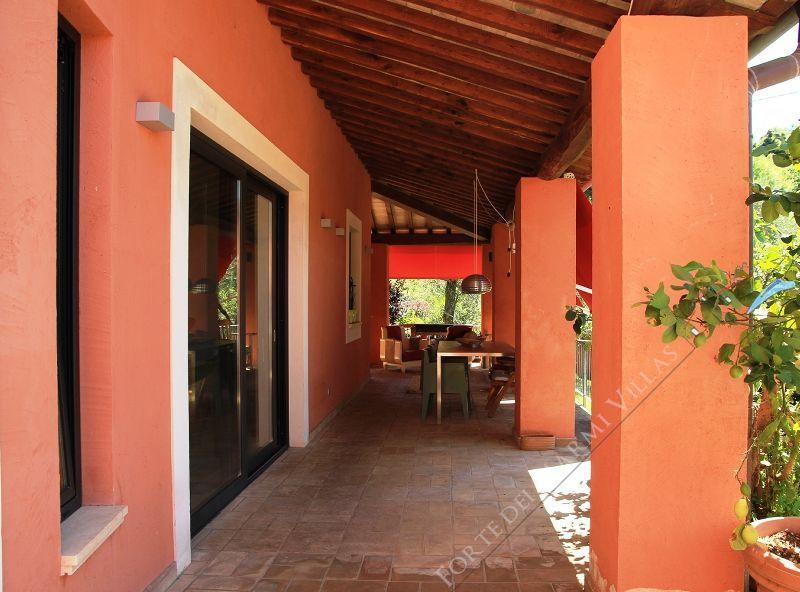 Villa marcello villa singola camaiore for Colori esterni ville
