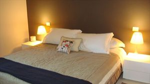 Villa  Montreal Poveromo : спальня с двуспальной кроватью