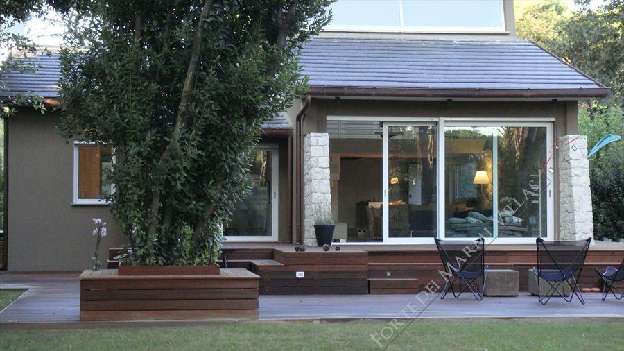 Villa montreal villa singola in vendita a marina di massa for Affitto di cabina vicino a montreal