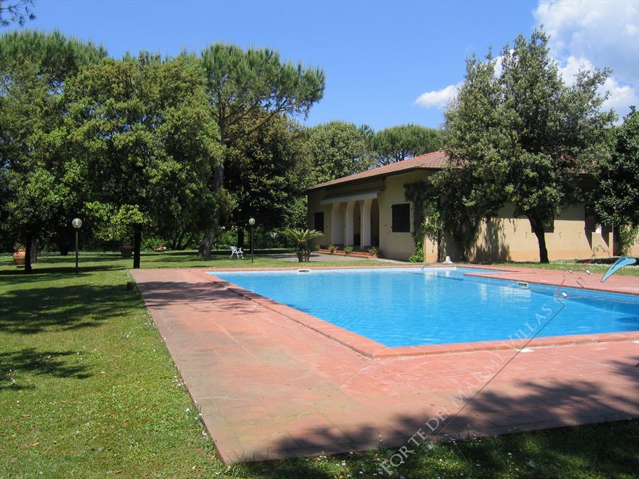Villa Libeccio  detached villa to rent and for sale Cinquale