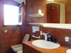 Villa Bouganville : Bathroom with shower