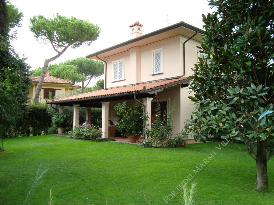 Villa Hibiscus - Detached villa For Sale Marina di Pietrasanta
