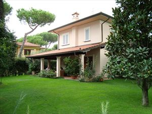 Villa Hibiscus : detached villa for sale Tonfano Marina di Pietrasanta
