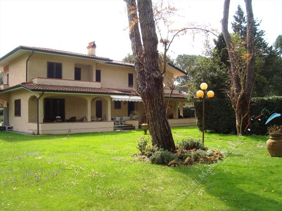 Villa Tonfano semi detached villa to rent and for sale Marina di Pietrasanta