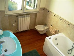 Villa Verde : Bathroom with tube