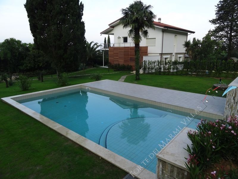 Villa Mirella  Detached villa  to rent  Camaiore