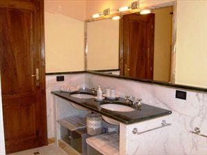 Villa Serenata  : Ванная комната с ванной