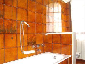 Villa dei Limoni : Ванная комната с ванной