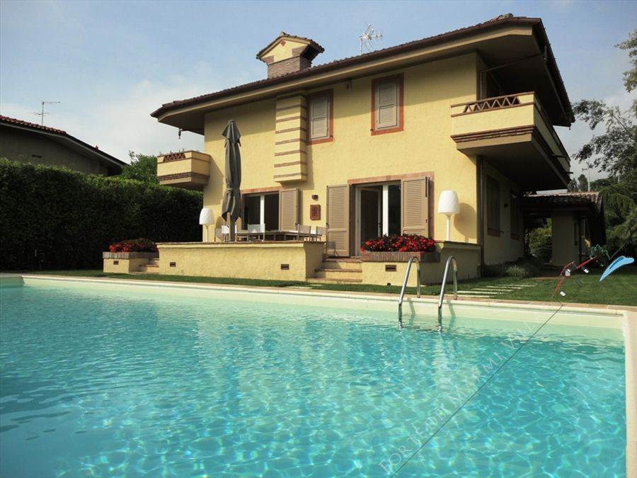 Villa di Fascino detached villa to rent and for sale Forte dei Marmi