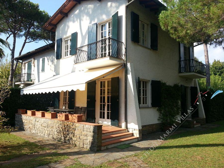 Villa degli Allori semi detached villa to rent Forte dei Marmi