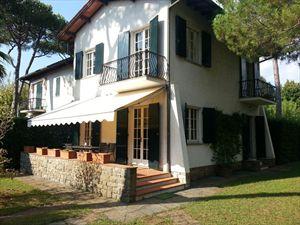 Villa degli Allori: Villa bifamiliare Forte dei Marmi