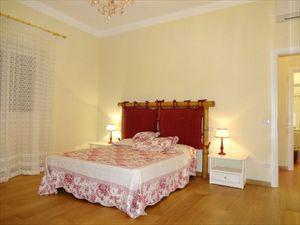 Villa Salome : спальня с двуспальной кроватью