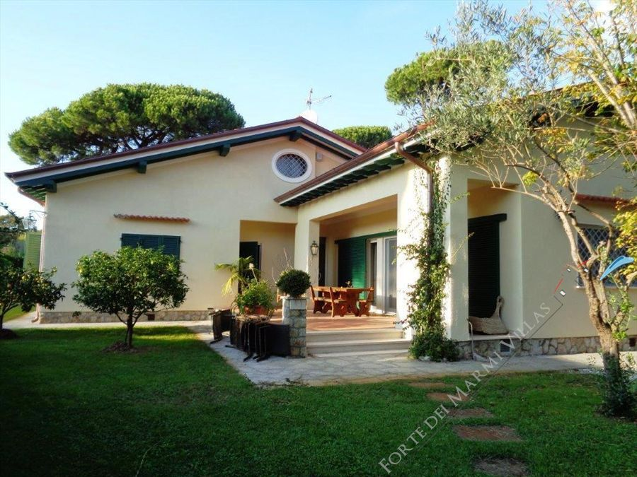 Villa Salome detached villa to rent and for sale Forte dei Marmi