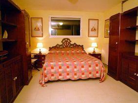 Villa Belsole : спальня с двуспальной кроватью