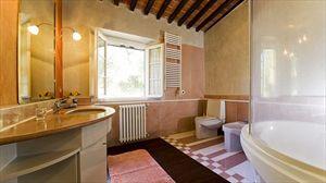Villa Degli Aranci Lucca : Bathroom with tube
