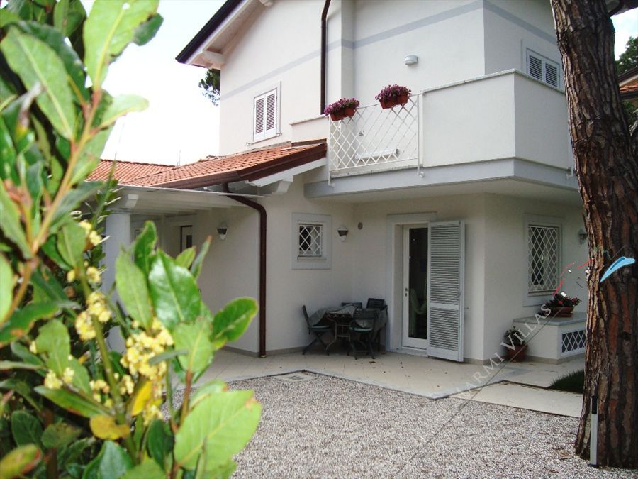 Villa Milena detached villa to rent and for sale Forte dei Marmi
